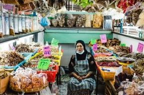 """De fermentação a desidratação, umas das lojas mais interessantes de alimentos preservados no mercado de """"Bang Ga Pi"""""""